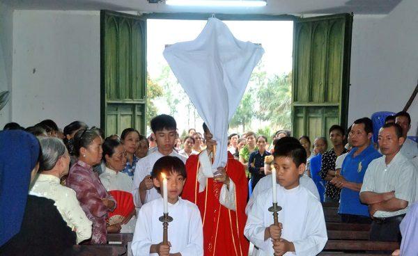 Tại sao lại che phủ các thánh giá và các ảnh tượng trong tuần cuối mùa Chay? 4