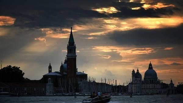 Thành phố Venice chiếu ánh sáng đỏ tưởng nhớ các Kitô hữu bị bách hại
