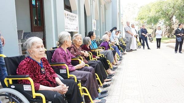 caristas thanh hoa trao tang xe lan xe lac cho nguoi khuyet tat 6 - Caristas Thanh Hóa: Trao tặng xe lăn, xe lắc cho người khuyết tật