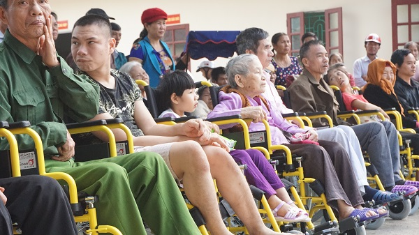 caristas thanh hoatrao tang xe lan xe lac cho nguoi khuyet tat 1 - Caristas Thanh Hóa: Trao tặng xe lăn, xe lắc cho người khuyết tật