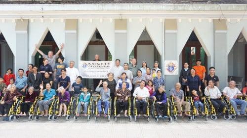 caritas thanh hoa trao tang xe lan xe lac cho nguoi khuyet tat - Caristas Thanh Hóa: Trao tặng xe lăn, xe lắc cho người khuyết tật