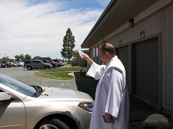 Được cử hành nghi thức làm phép xe trong Thánh lễ không?