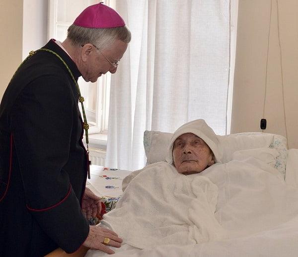Đức TGM Krakow thăm sơ Roszak nhân dip sinh nhật 110 tuổi hồi tháng 3.2018