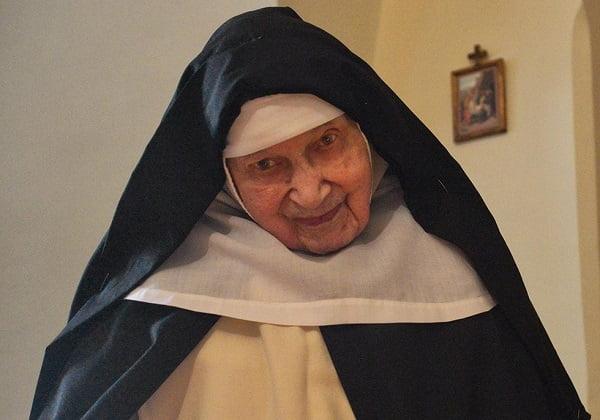 Nữ tu cao tuổi nhất Ba Lan về với Chúa