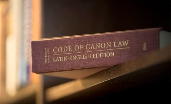 Tội phạm và hình phạt theo luật Giáo Hội Công Giáo