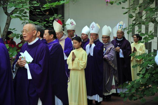 le gio duc co giam muc giuse vu duy thong 600x399 - Lễ giỗ Đức cố Giám mục Giuse Vũ Duy Thống