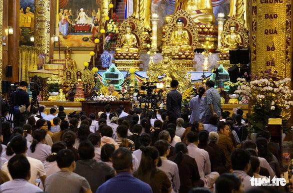 nhan chuyen chua ba vang the nao la me tin di doan - Nhân chuyện chùa Ba Vàng, thế nào là mê tín dị đoan?
