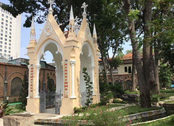 vatican nho giua long sai gon 4 600x435 - Vatican nhỏ giữa lòng Sài Gòn