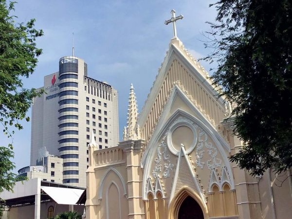 vatican nho giua long sai gon 7 600x450 - Vatican nhỏ giữa lòng Sài Gòn