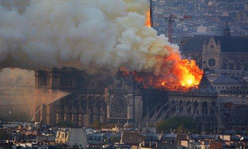 chay lon tai nha tho duc ba paris - Cháy lớn tại Nhà thờ Đức Bà Paris