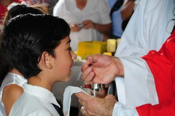 chua giesu hien dien bao lau trong banh thanh sau khi ta ruoc le e1556336964853 - Chúa Giêsu hiện diện bao lâu trong Bánh Thánh sau khi ta rước lễ?