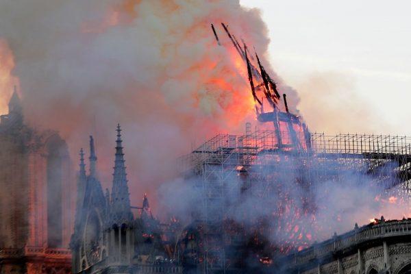dam chay nha tho duc ba paris va suy niem ve noi dau cua su mat mat e1555750265412 - Đám cháy Nhà thờ Đức Bà Paris và suy niệm về nỗi đau của sự mất mát