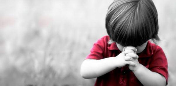 cau nguyen 4 600x294 - Tại sao phải làm tới ba dấu thánh giá trước khi nghe Tin Mừng?