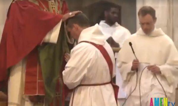 cau thu1 600x359 - Từ cầu thủ bóng đá giải Ngoại hạng Anh trở thành Tu sĩ Linh mục Dòng Đaminh