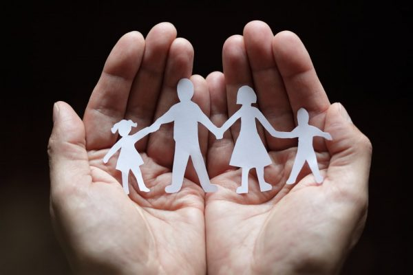 gia dinh 600x400 - Vai Trò Của Cha Mẹ Trong Việc Giáo Dục Đức Tin Trong Gia Đình Kitô Giáo
