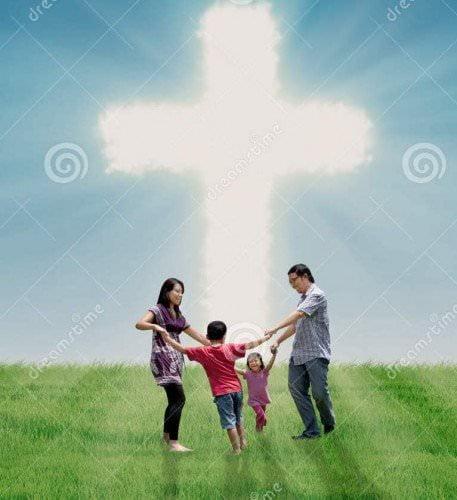 gia dinh2 - Vai Trò Của Cha Mẹ Trong Việc Giáo Dục Đức Tin Trong Gia Đình Kitô Giáo