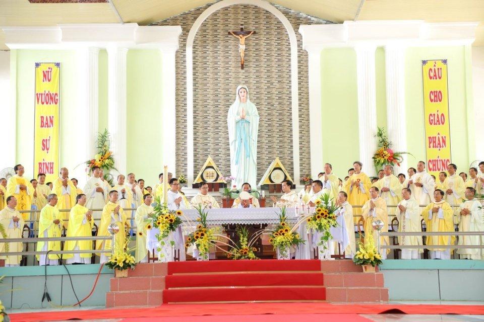 GP.LONG XUYÊN: Thánh lễ Truyền chức Linh Mục