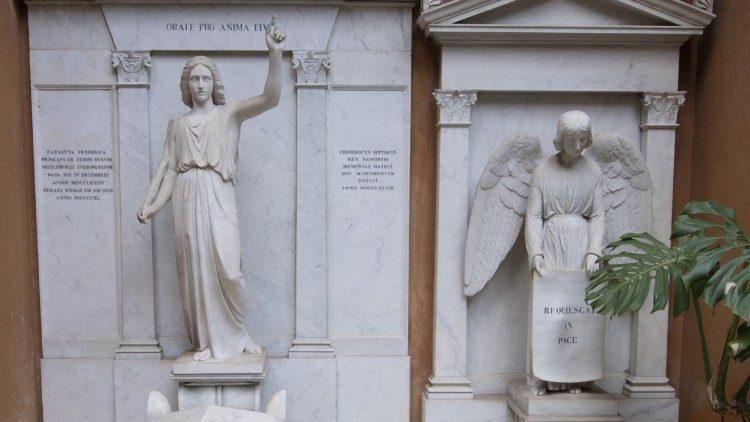Không tìm thấy hài cốt nào trong hai ngôi mộ ở nội thành Vatican