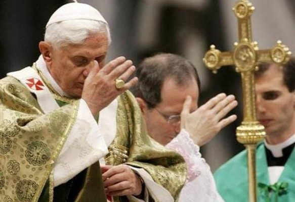 lam dau - Tại sao phải làm tới ba dấu thánh giá trước khi nghe Tin Mừng?