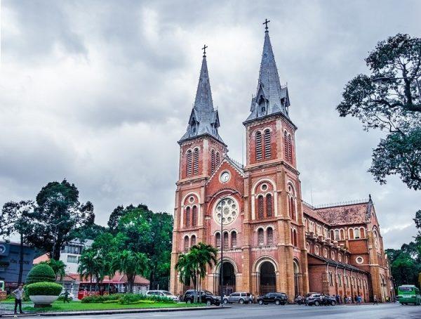 nha tho duc ba 600x454 - 4 Vương cung Thánh đường lớn nhất ở Việt Nam