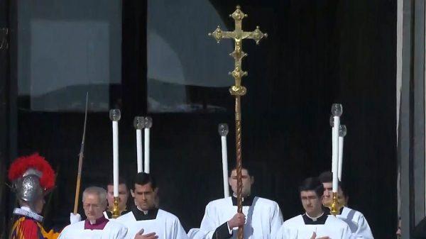 qua doi 600x337 - Đức Thánh Cha đau buồn trước một trường hợp qua đời đột ngột nữa tại Rôma