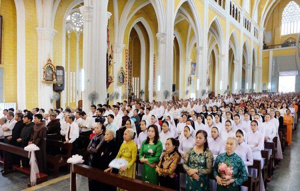thanh le 600x381 - Một nghiên cứu cho thấy: Những người đi lễ nhà thờ thì sống lâu hơn