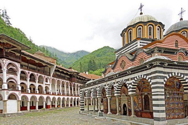 tu vien bgr 600x400 - 5 tu viện đẹp nhất thế giới