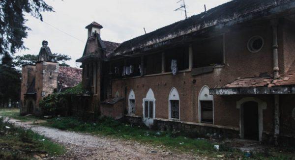 tu vien da lat 600x326 - Tu viện bỏ hoang đẹp như ở châu Âu giữa lòng Đà Lạt