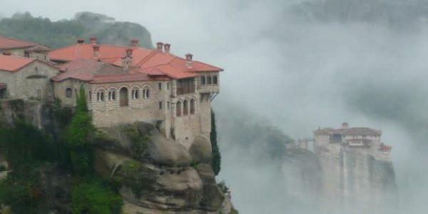 tu vien hy lap 600x300 - 5 tu viện đẹp nhất thế giới