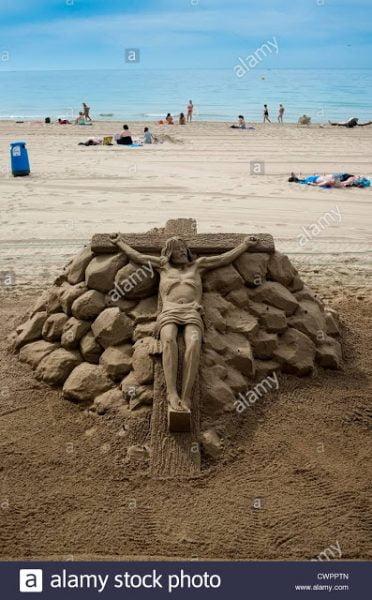 tuong chua 4 372x600 - Những bức tượng Chúa được làm từ Cát tuyệt đẹp