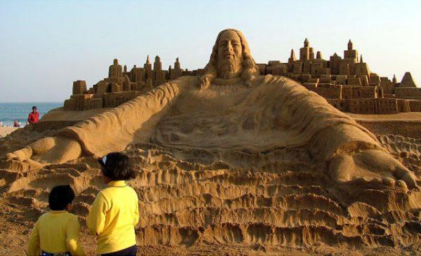 tuong chua 5 600x365 - Những bức tượng Chúa được làm từ Cát tuyệt đẹp