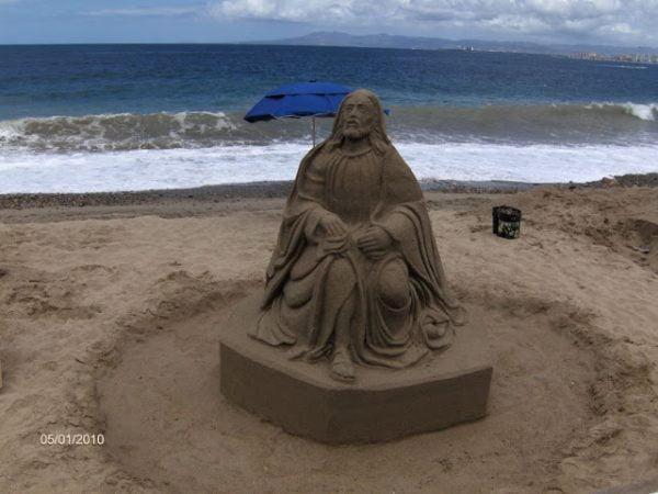 tuong chua 7 600x450 - Những bức tượng Chúa được làm từ Cát tuyệt đẹp