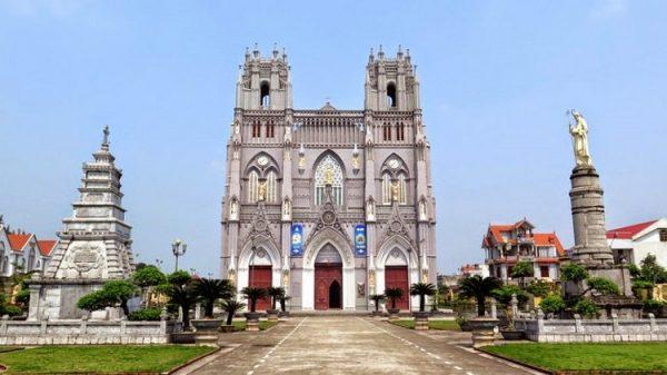vuong cung thanh duong phu nhai 600x337 - 4 Vương cung Thánh đường lớn nhất ở Việt Nam