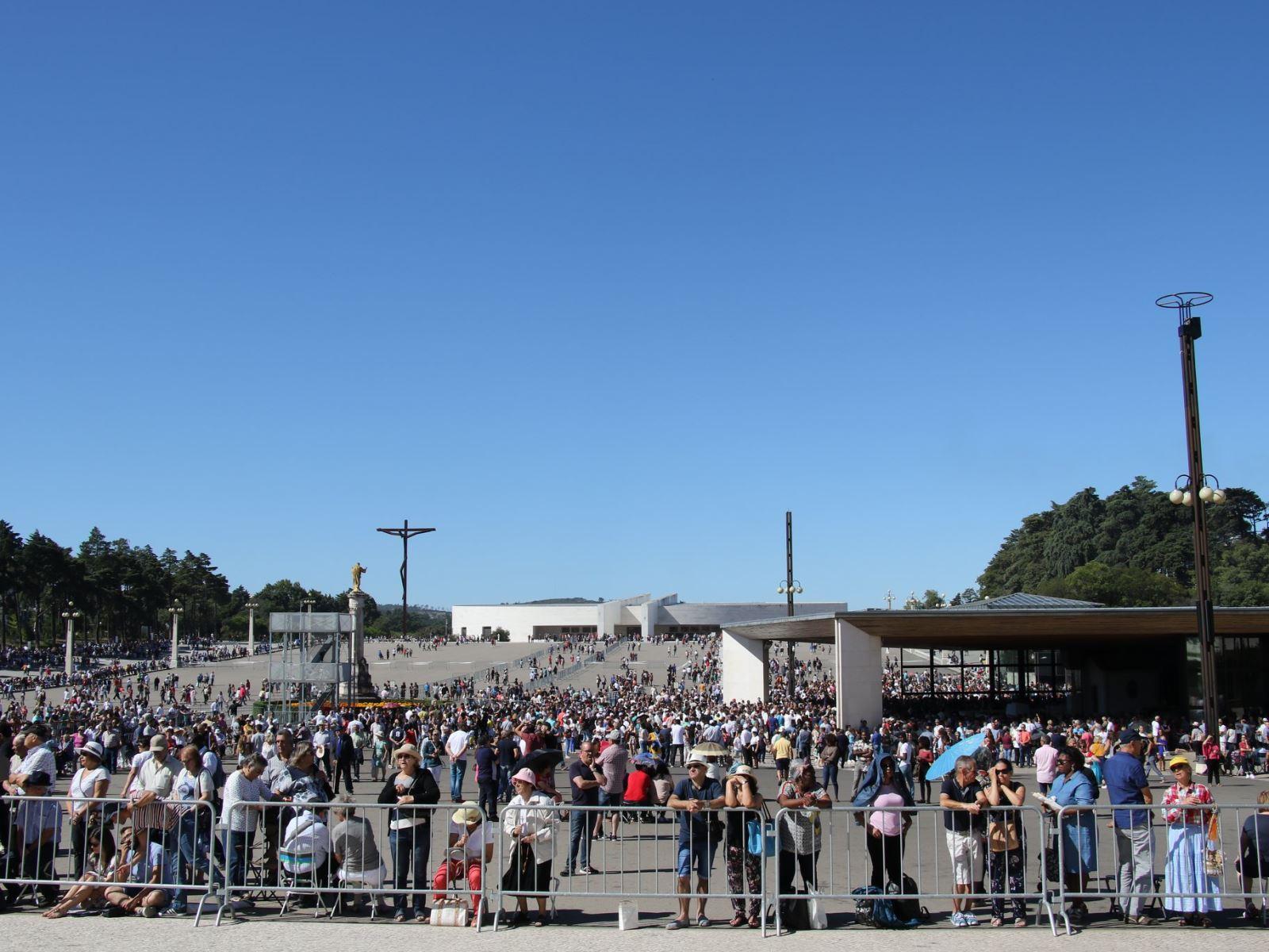 032 - Đại lễ Đức Mẹ Hồn Xác Lên Trời tại Fatima, Bồ Đào Nha