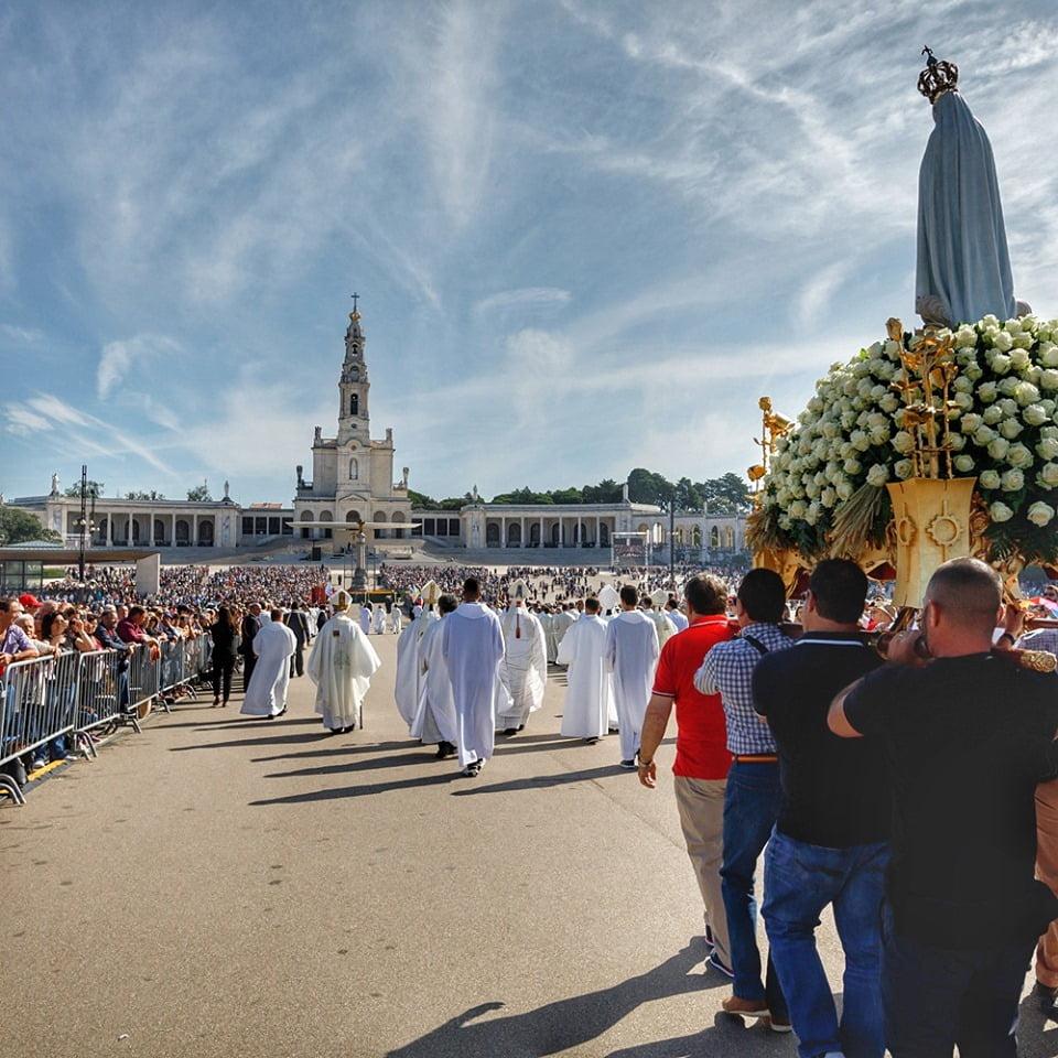 052 - Đại lễ Đức Mẹ Hồn Xác Lên Trời tại Fatima, Bồ Đào Nha