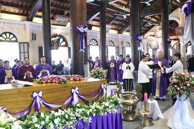15956 cha khanh 10 - Thánh lễ an táng linh mục Phanxicô Xaviê Nguyễn Quốc Khánh