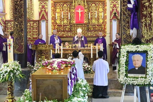15956 cha khanh 6 - Thánh lễ an táng linh mục Phanxicô Xaviê Nguyễn Quốc Khánh
