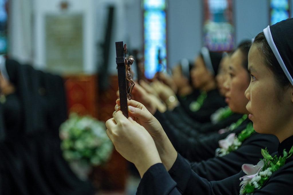 15970 khan dong mtg 10 - Tin ảnh: Nét đẹp trong nghi thức khấn dòng tại Hà Nội