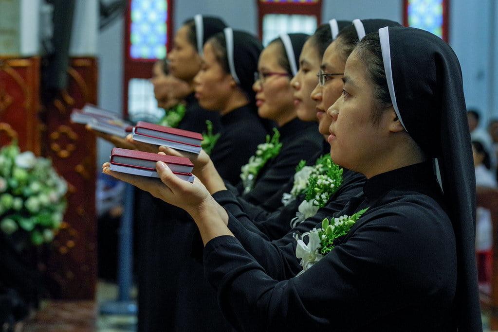 15970 khan dong mtg 4 - Tin ảnh: Nét đẹp trong nghi thức khấn dòng tại Hà Nội