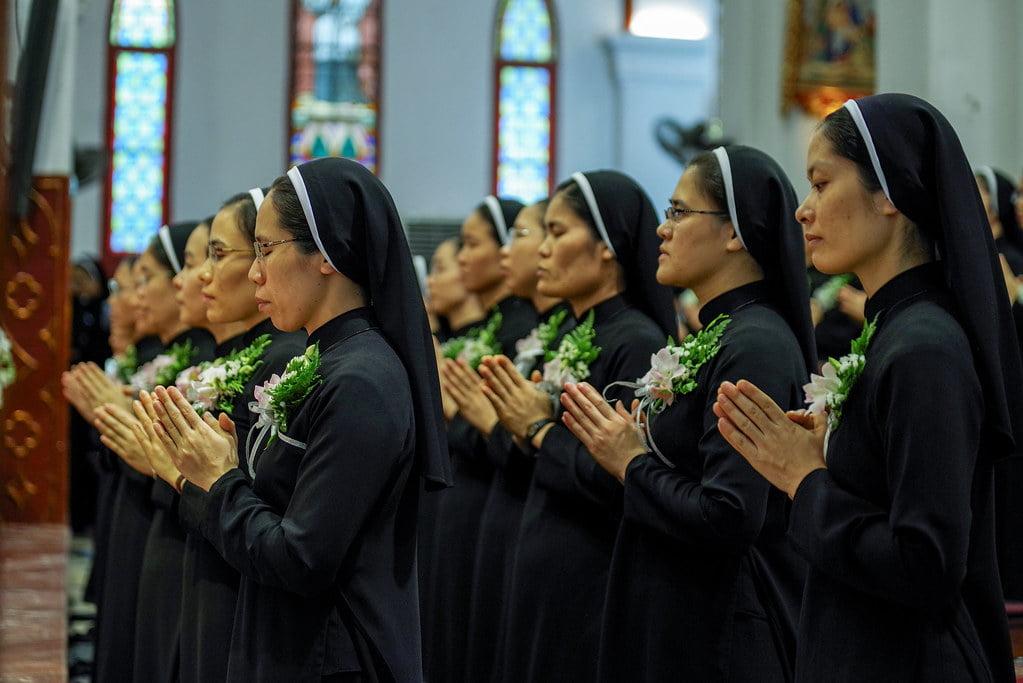15970 khan dong mtg 8 - Tin ảnh: Nét đẹp trong nghi thức khấn dòng tại Hà Nội