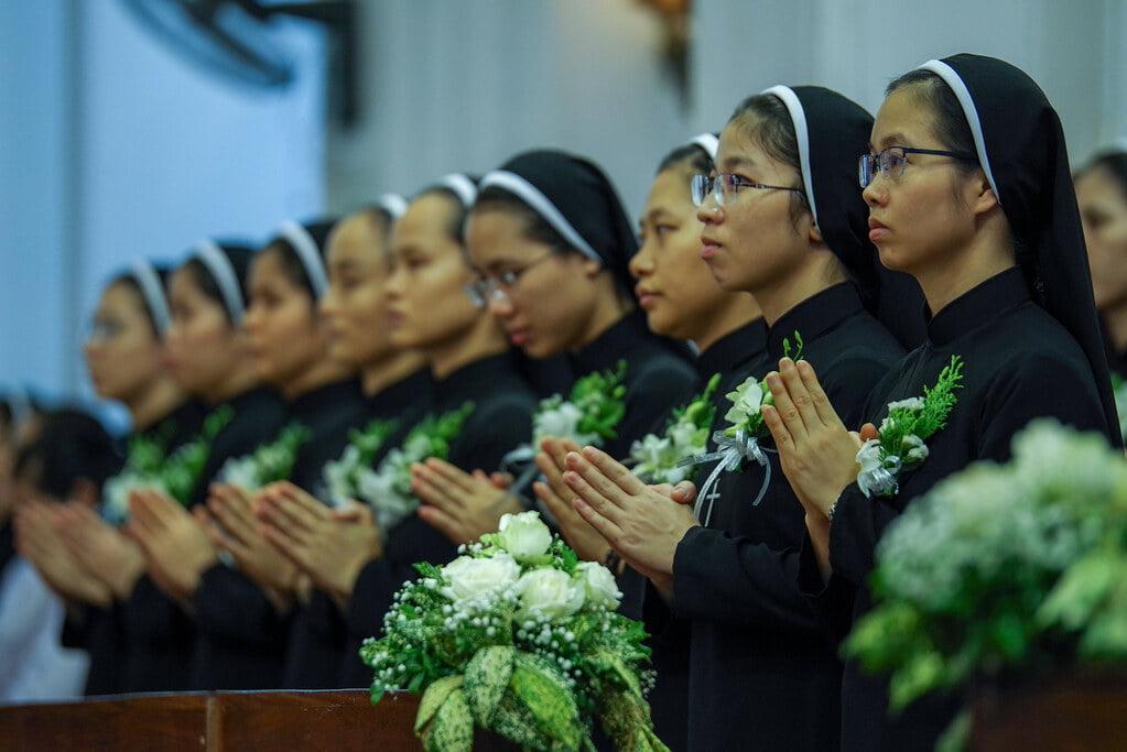 15970 khan dong mtg 9 - Tin ảnh: Nét đẹp trong nghi thức khấn dòng tại Hà Nội