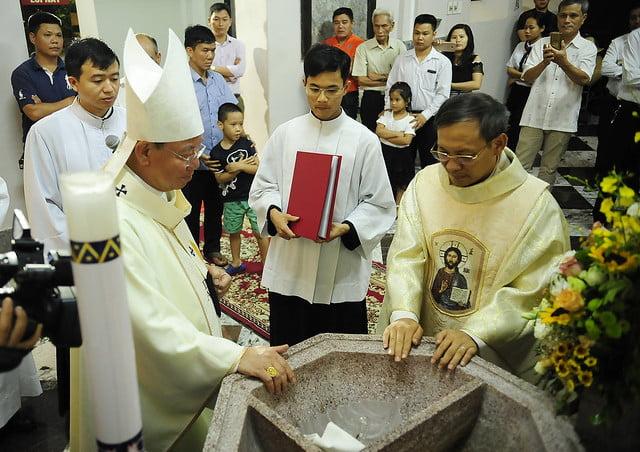 16050 nhan xu 10 - Cha Giuse Vũ Quang Học chính thức nhận sứ vụ tại Giáo xứ Hàm Long và Trung Chí