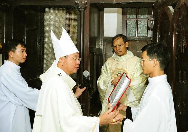 16050 nhan xu 11 - Cha Giuse Vũ Quang Học chính thức nhận sứ vụ tại Giáo xứ Hàm Long và Trung Chí
