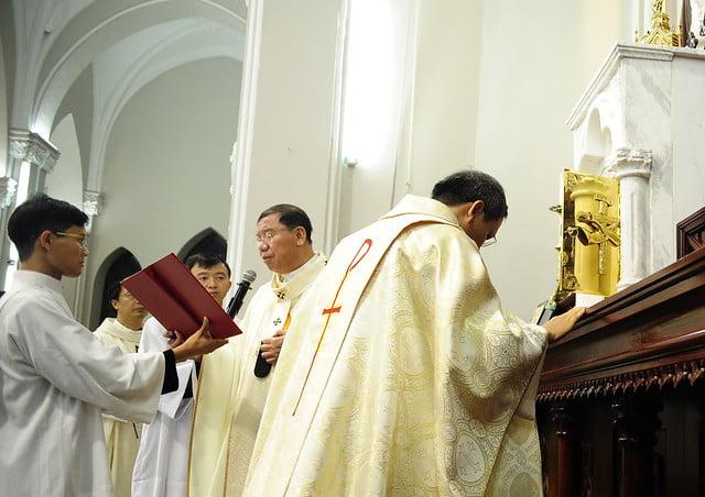 16050 nhan xu 12 - Cha Giuse Vũ Quang Học chính thức nhận sứ vụ tại Giáo xứ Hàm Long và Trung Chí