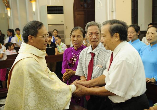 16050 nhan xu 14 - Cha Giuse Vũ Quang Học chính thức nhận sứ vụ tại Giáo xứ Hàm Long và Trung Chí