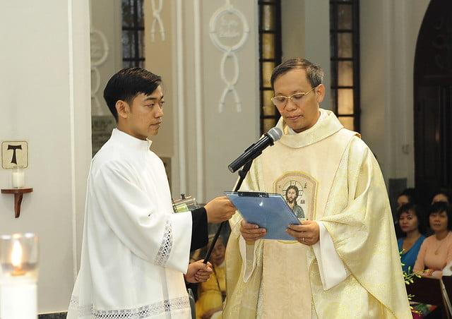 16050 nhan xu 15 - Cha Giuse Vũ Quang Học chính thức nhận sứ vụ tại Giáo xứ Hàm Long và Trung Chí
