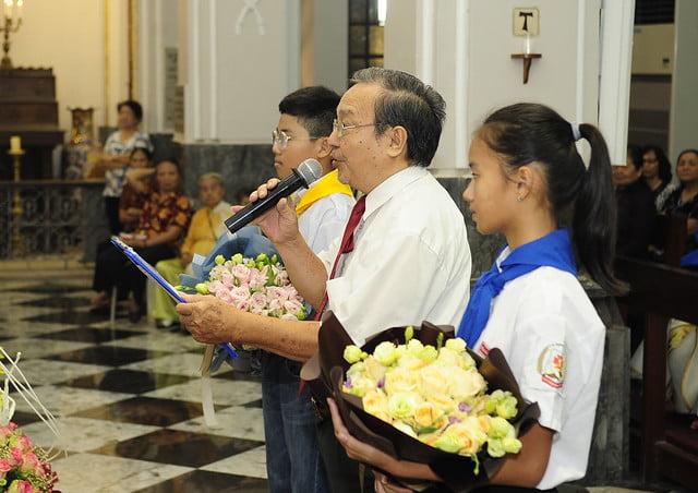 16050 nhan xu 16 - Cha Giuse Vũ Quang Học chính thức nhận sứ vụ tại Giáo xứ Hàm Long và Trung Chí
