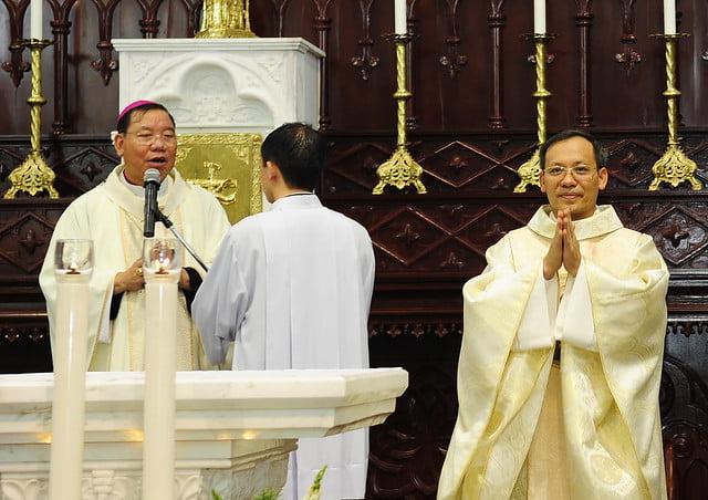 16050 nhan xu 3 - Cha Giuse Vũ Quang Học chính thức nhận sứ vụ tại Giáo xứ Hàm Long và Trung Chí