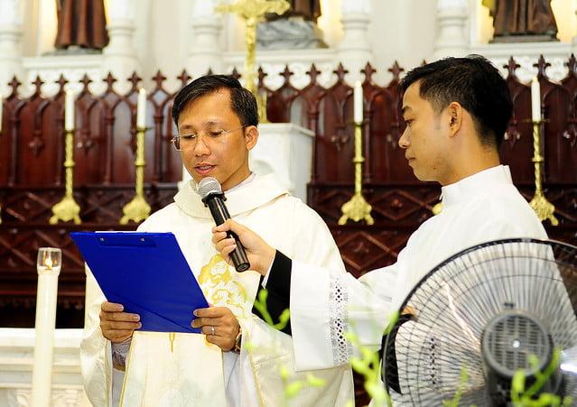 16050 nhan xu 4 - Cha Giuse Vũ Quang Học chính thức nhận sứ vụ tại Giáo xứ Hàm Long và Trung Chí