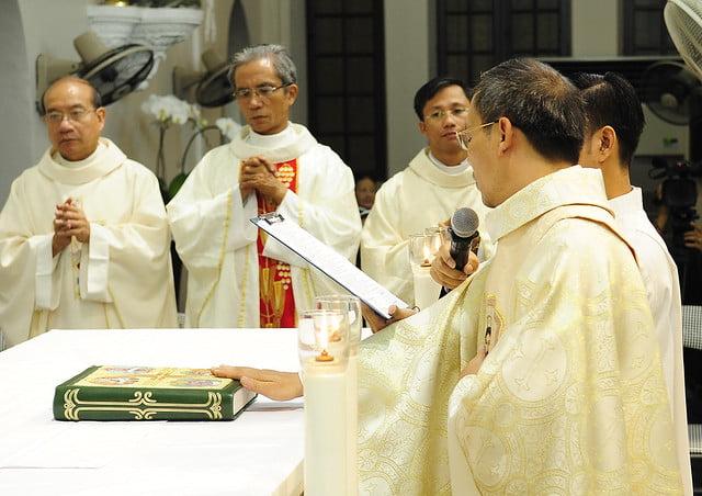16050 nhan xu 6 - Cha Giuse Vũ Quang Học chính thức nhận sứ vụ tại Giáo xứ Hàm Long và Trung Chí
